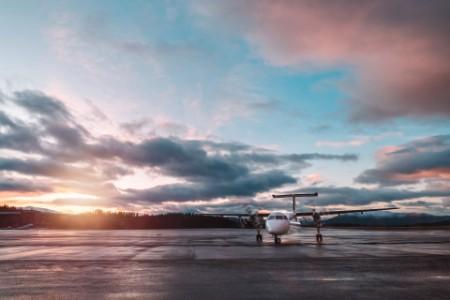 Skandinavia fly i solnedgang