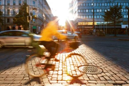 Sykkel i solnegang på gaten