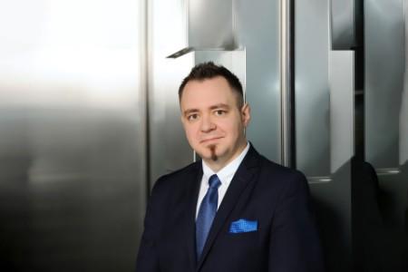 EY - Maciej Ziomek