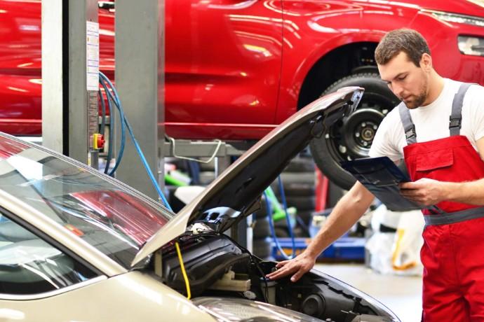 Kryzys spolaryzował branżę dealerów samochodowych
