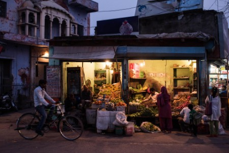 Grønnsakshandlere på gaten om natten