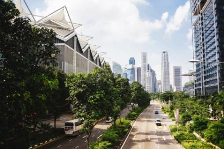 EY vista aérea da cidade com parques verdes
