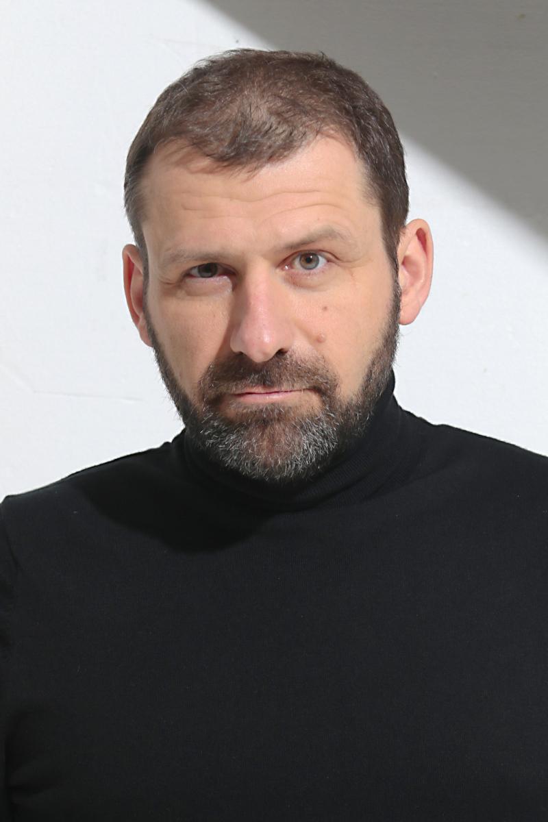 A photographic portrait of Rubens Menin