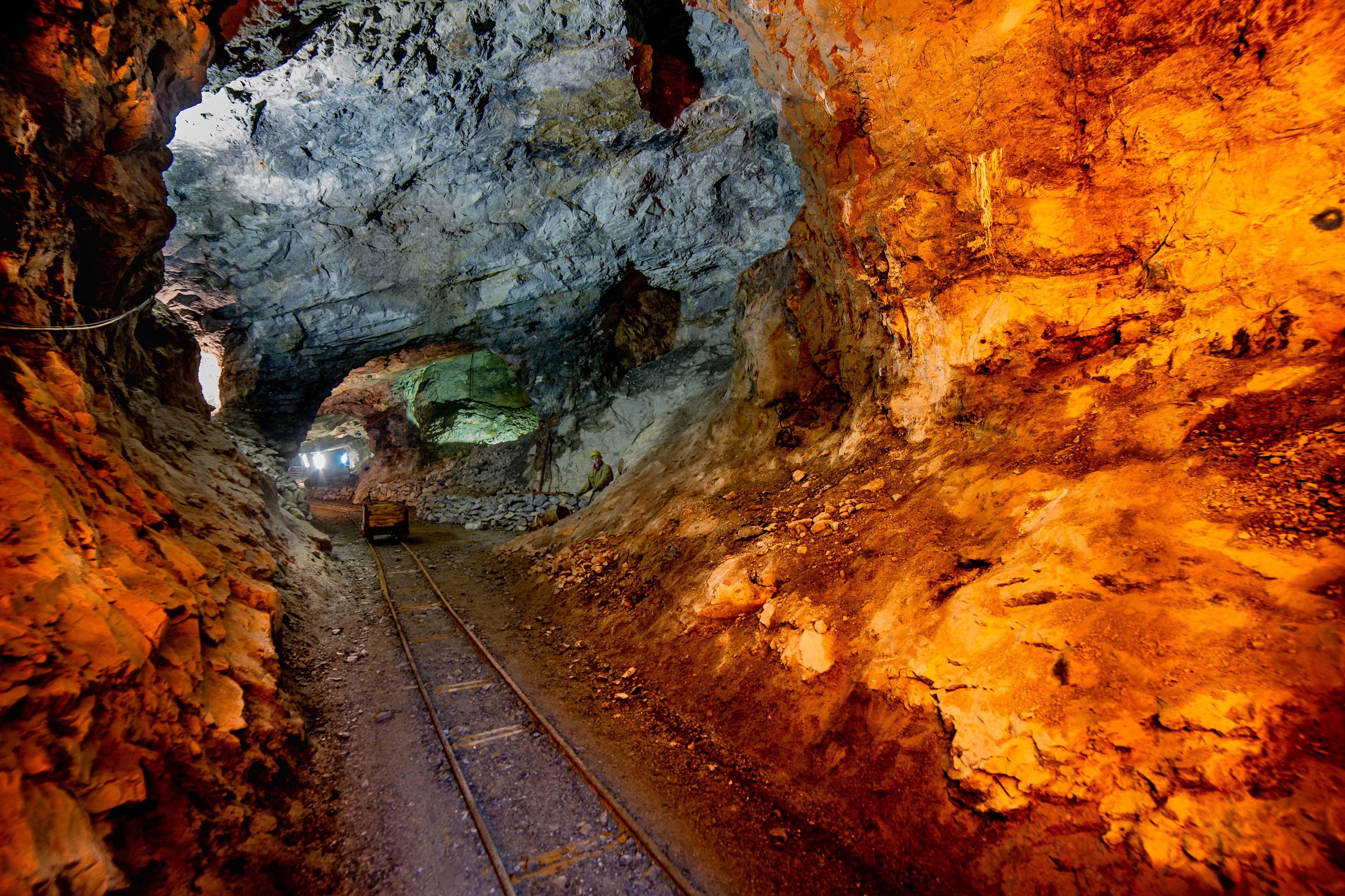 Обзоры золотодобывающей отрасли