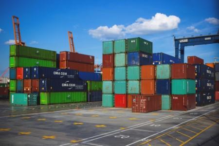 Súdny dvor EÚ: Má byť odpočítanie DPH pri dovoze podmienené vlastníctvom k tovaru?