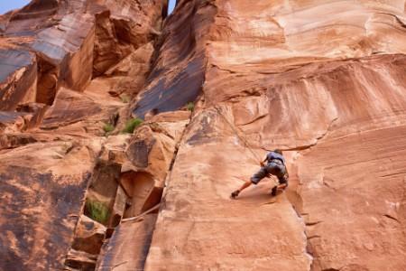 Plezalec v steni