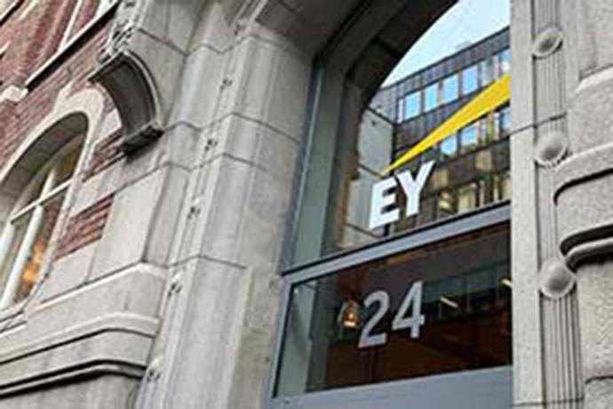 Ny ledning för EY i Sverige
