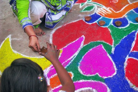 pakistani-hindu-community-drawing-rangolis